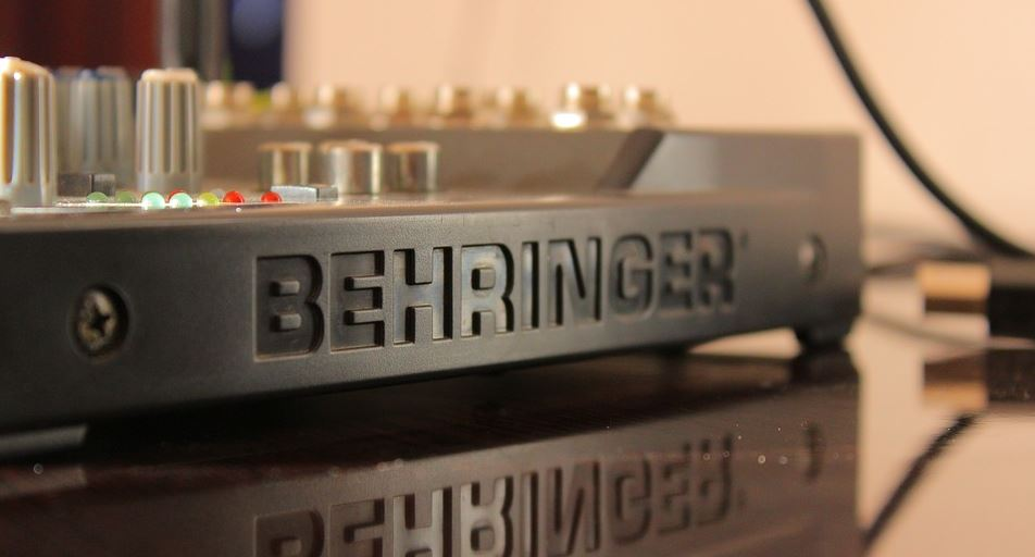 Behringer DJX750 Vs DJX900